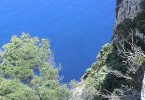 Blick auf das Meer vom Felsen aus