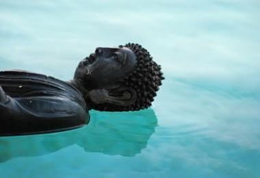 Buddha im Wasser