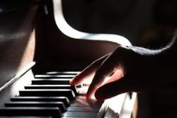 400-267-Klavier-piano