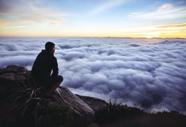 Mann-Wolken-Sonnenuntergang-sunset