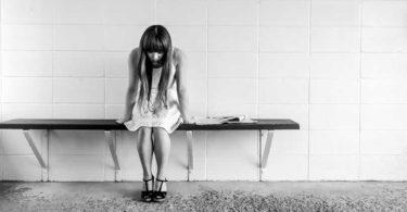 traurig-maedchen-frau-worried-girl