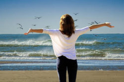 frau-strand-freude-holiday