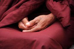 moench-haende-beten-monk