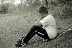 Junge-traurig-beschaemt-boy