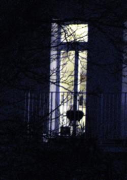 Burn Out Fenster in Dunkelheit