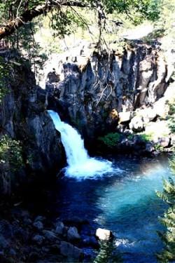 Mt_Shasta_400_kleiner_Wasserfall_IMG_3870 (2)