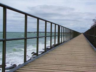 Brücke am Meer