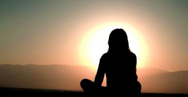 Meditation vor dem Sonnenuntergang