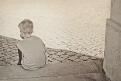 Verlassene Väter kleiner Junge