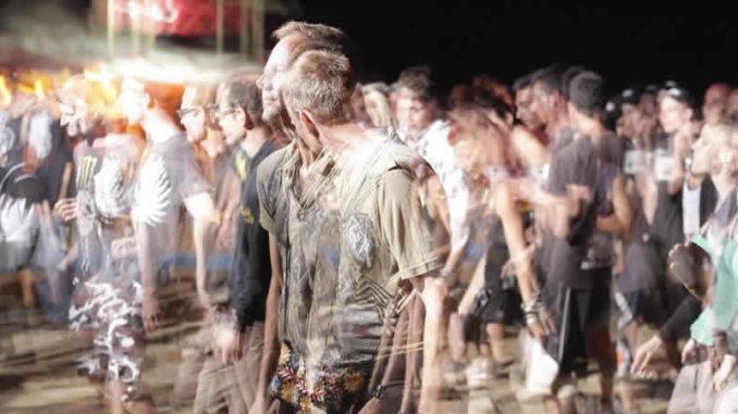 Spirituelle Veranstaltungen Deutschland-Menschenmenge-veranstaltung-crowd-of-people