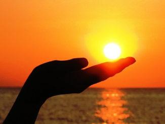 Sonne-Hand-Meer-sun