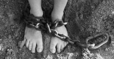 ketten-fuesse-chains