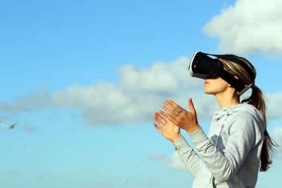 virtuell-brille-frau-himmel