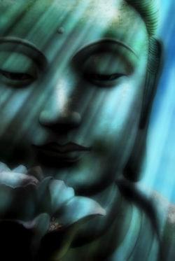 Heilsames Mitgefühl-laecheln-blau-gruen-buddha