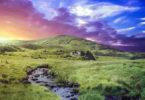 irland-wiese-himmel-warm