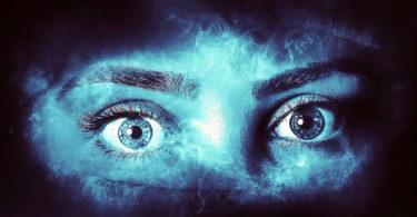 Frau-Augen-Angst-woman