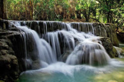 Weltwassertag wasserfall natur kuang si