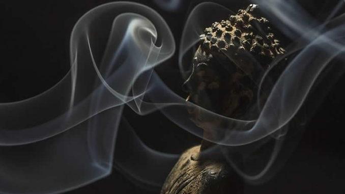 rauch-sitzend-buddha