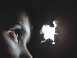 Verstecken-Missbrauch-Vertrauen-hiding