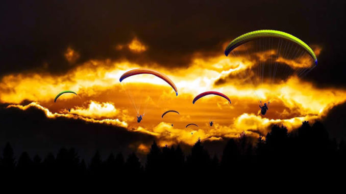 drachenflieger-sonnenuntergang-travel