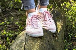 schuhe-baumstamm-gleichgewicht-shoes