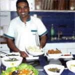 devya-Lombok-beim-Kochen