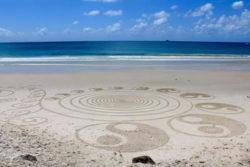 ying-yang-strand-sand-beach