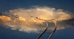 Medium mit Jenseitskontakten himmel Leiter jenseits head