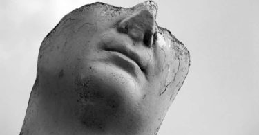 kopf-gesicht-halb-statue