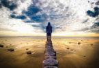 Astrologie und Anthroposophie-mann-ebbe-strand-horizont-man