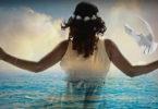 Engel öffnen uns den Weg-Frau-Taube-Meer-Licht-woman