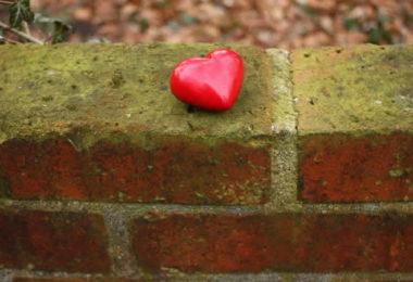herz-mauer-steine-heart