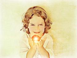 maedchen-licht-haende-little-girl
