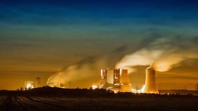 Kraftwerk-wolken-himmel-rwe