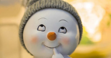 figur-laecheln-gesicht-blick-winter