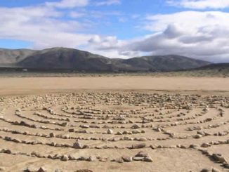 labyrinth-steine-see-dry-lake-bed