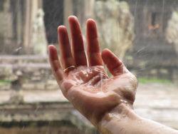 wasser-reinigung-hand