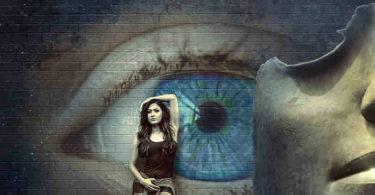 Alte Erfahrungen transformieren--Frau-Auge-Wand-fantasy