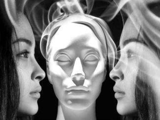 Medialität-frauen-gesichter-body