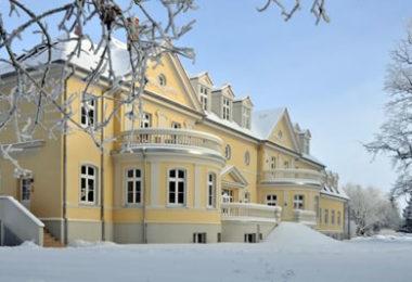 Gut-Saunstorf-Gutshaus-im-Schnee