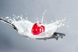 Pflanzenmilch-kirsche-milk-splash