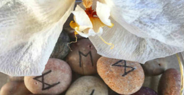 blume-rune-stones