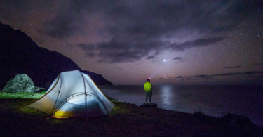 Astrologie und Saturn Energie-mann sterne-night