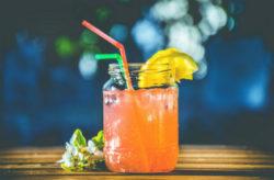 p-kokuswasser-bar-cocktail-eis
