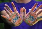 bunte-beschriebene-hands