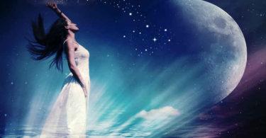 Astrologie und Horoskope-mond-woman