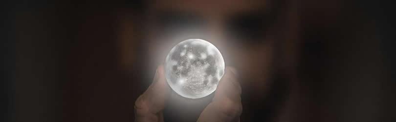 hand-augen-moon