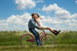 Gibt es überhaupt glückliche Beziehungen-paar-engagement