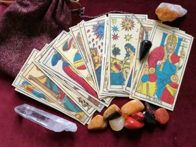 Sagen und Geschichte des Tarot und der geheimen Weisheit des Tarot