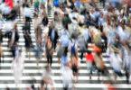 menschen-verzerrt-strasse-pedestrians
